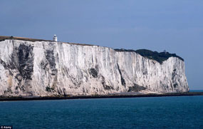 View of the white cliffs of Dover. Photo by http://robynandmegdoeurope.tumblr.com/