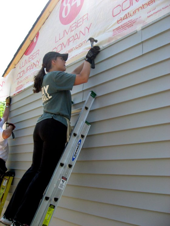 Putting up siding