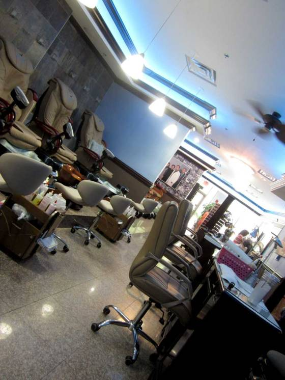 Yvonne's Fish Therapy salon